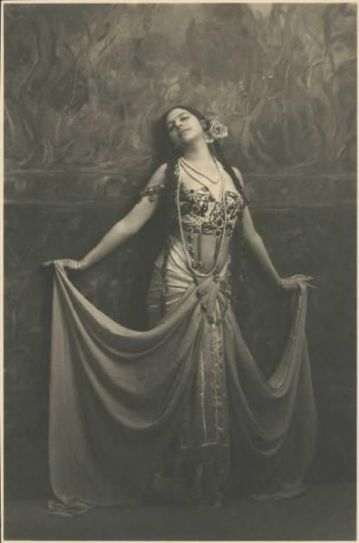 Mata Hari, photographed in Milan in 1912 by Emilio Sommariva. Courtesy Fries Museum/ Brera.